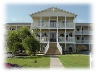 Overlooking the marsh & Intercoastal Waterway Vacation Rental